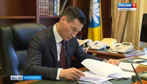 Бату Хасиков приступил к обязанностям главы республики