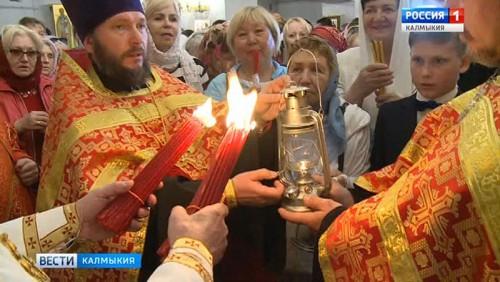 Благодатный огонь теперь уже в домах верующих Калмыкии