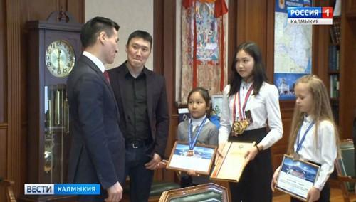 Золото, серебро и бронзу привезли домой юные каратисты