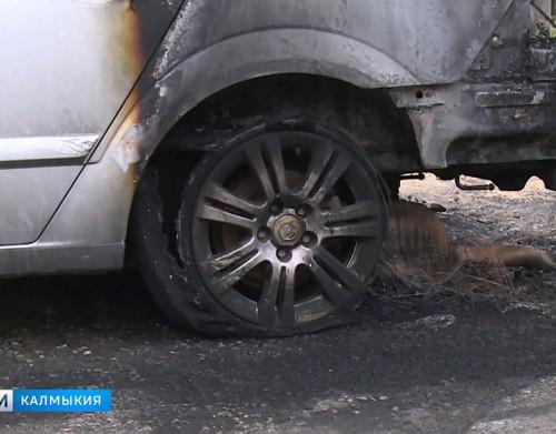 В Элисте сгорела автомашина