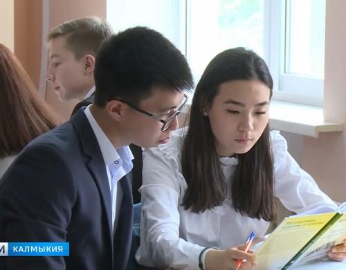 Выпускники школ написали ЕГЭ по русскому языку