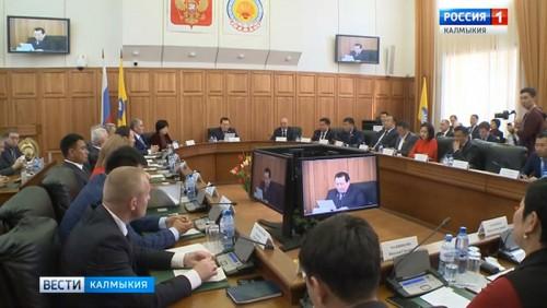 Народный хурал Калмыкии в числе 5 активных региональных парламентов России