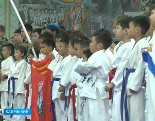 В Академии борьбы состоялись учебно-тренировочные спарринги по рукопашному бою