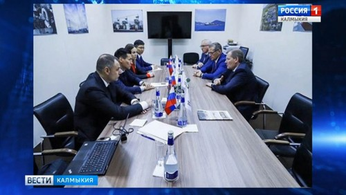 Бату Хасиков подписал соглашения в рамках международного экономического форума
