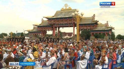 В Центральном хуруле выступили сотни музыкантов