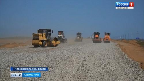 В Черноземельском районе приступили к ремонту автодороги