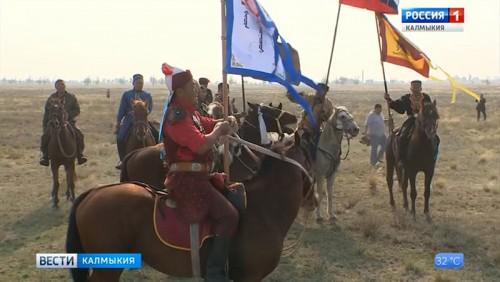 Всадники из Калмыкии продолжают свой путь к горе Богдо