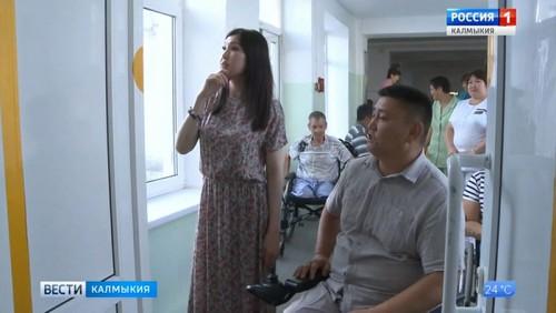 Марина Мукабенова посетила Элистинский дом-интернат для престарелых и инвалидов
