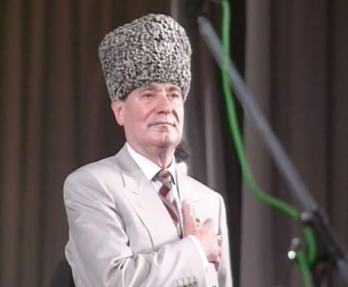 Махмуду Эсамбаеву — 70 лет