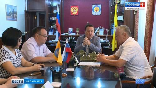 Анатолий Козачко вручил сегодня удостоверения мировым судьям