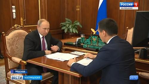 Владимир Путин провел рабочую встречу с Бату Хасиковым