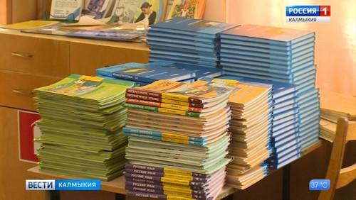 Первая партия учебников поступит к 1 сентября
