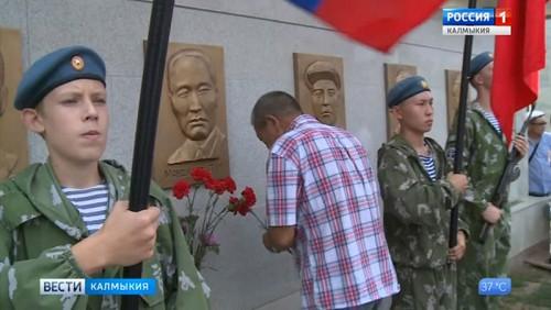 На Аллее Героев почтили память Лиджи Манджиева