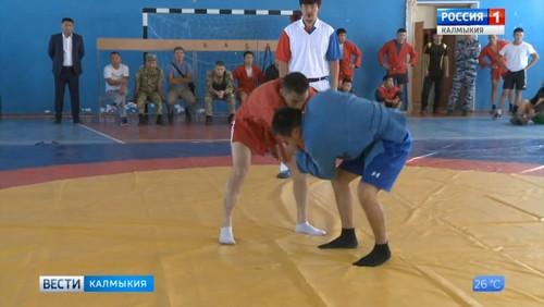 В Элисте проходит турнир по самбо