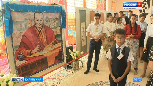 В центральном хуруле проводится выставка каллиграфии