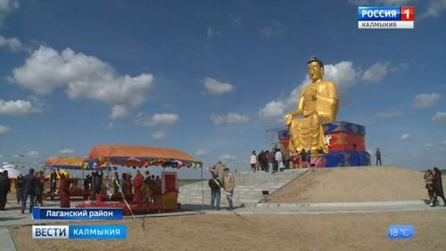 В Калмыкии состоялось освящение статуи Будды Майтреи