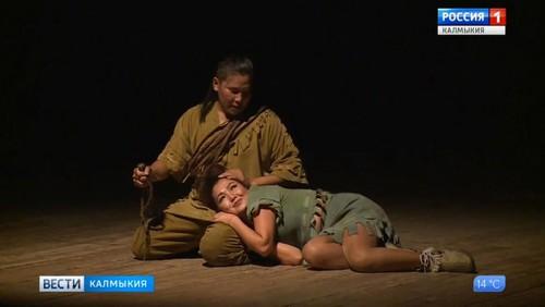 Актеры драмтеатра проводят генеральную репетицию