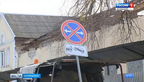 По улице Горького установлен знак «Работает эвакуатор»