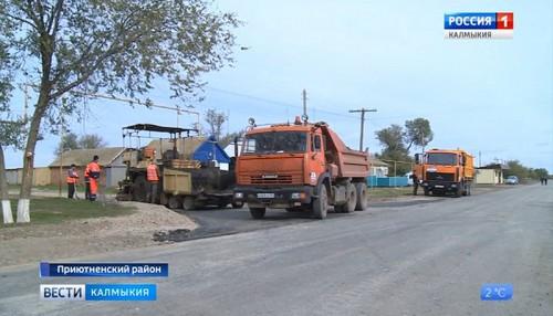 В Приютном ведутся дорожно-ремонтные работы