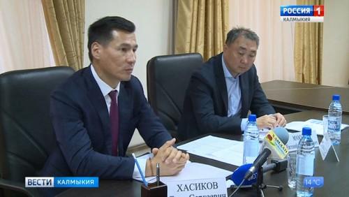 Бату Хасиков провел прием граждан