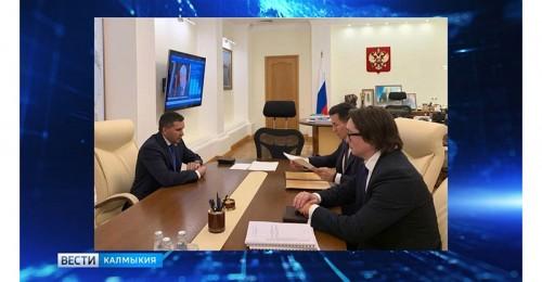 Бату Хасиков встретился с куратором степного региона Дмитрием Кобылкиным