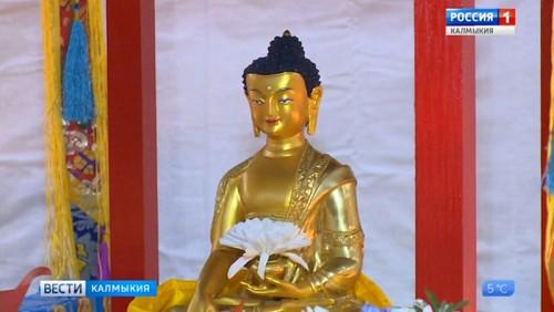Верующие Калмыкии отмечают День нисхождения на землю Будды Шакьямуни