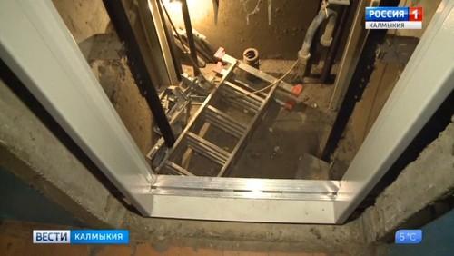 В многоэтажках Элисты началась замена лифтов