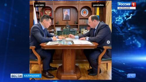 Бату Хасиков и Дмитрий Трапезников обсудили планы по оздоровлению предприятий Элисты