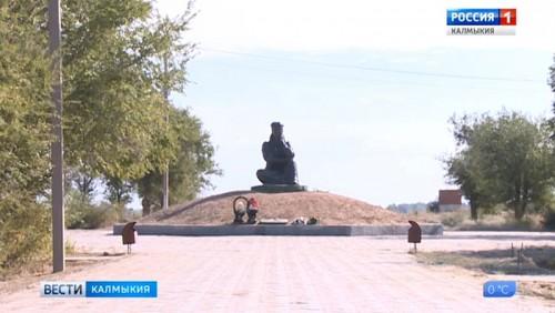 В Цаган-Амане завершается благоустройство старого парка на берегу Волги