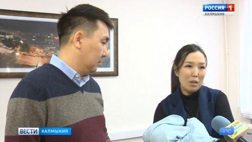 Семья Цеденовых получила 10-тысячный сертификат на материнский капитал