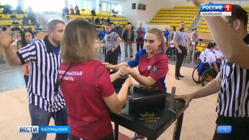 Команды Калмыкии и Северной Осетии в лидерах турнира по армрестлингу