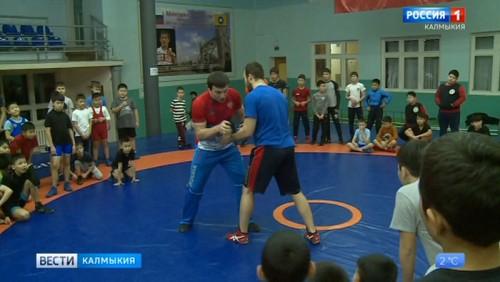 В Академии борьбы состоялся мастер класс Рустама Тотрова