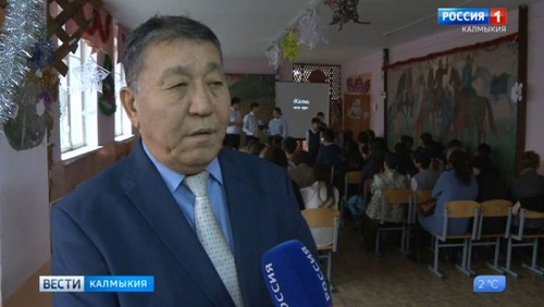 Василий Шакуев встретился с учащимися 12-й школы