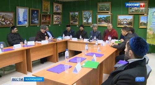 В Калмыкии состоялся круглый стол по укреплению межконфессиональных отношений