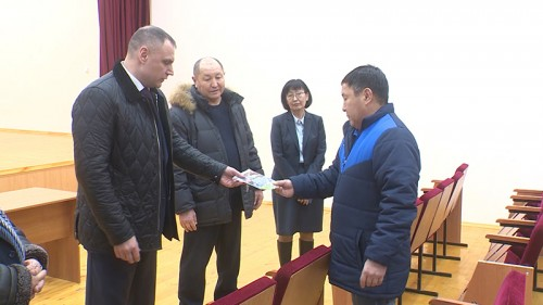 Глава правительства Калмыкии посетил Ики-Бурульский район