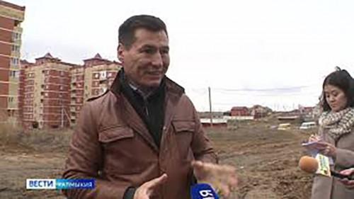 """Глава региона посетил """"проблемные дома"""" в 10 микрорайоне Элисты"""