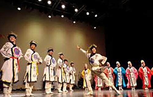 Государственный театр танца «Ойраты» проведет благотворительный концерт