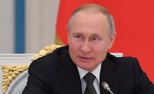 Поправки в главный документ страны поступили на рассмотрение Госдумы