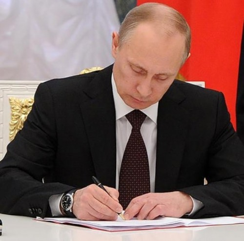 Президент страны подписал Закон о поправках в Конституцию