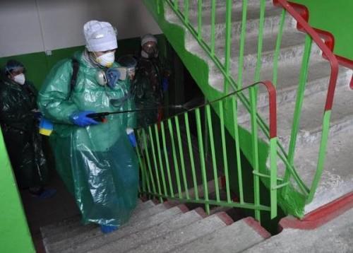 В Элисте проводят дезинфекцию помещений в многоквартирных домах