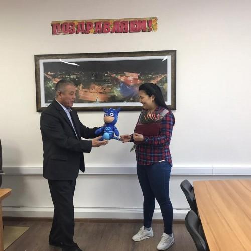 В Элисте вручен сертификат на первого ребенка