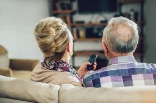 Пожилым россиянам соблюдать режим самоизоляции помогут социальные работники и волонтеры