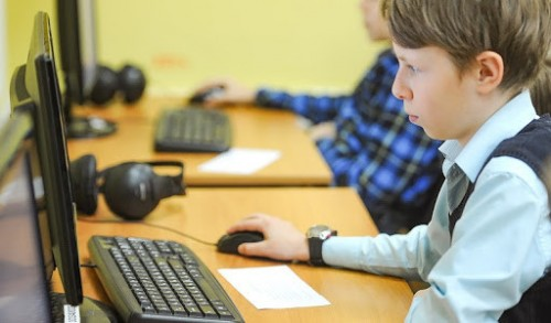 В школах и колледжах Калмыкии обновляют компьютерное оборудование
