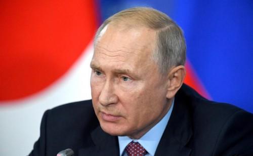Владимир Путин  продлил нерабочий период до конца майских праздников