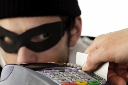 Три элистинки попались на уловки мошенников и потеряли 115 тысяч рублей