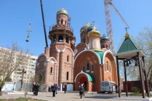 Сегодня над строящимся Кафедральным собором святых Кирилла и Мефодия в Элисте возвысились купола с крестами