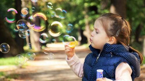 В Калмыкии семьи, имеющие детей от 3 до 7 лет, получат дополнительную социальную выплату