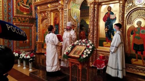 Нынешней ночью во всех православных храмах прошли торжественные богослужения