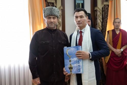 Глава Калмыкии поздравил мусульман с наступлением священного месяца Рамадан