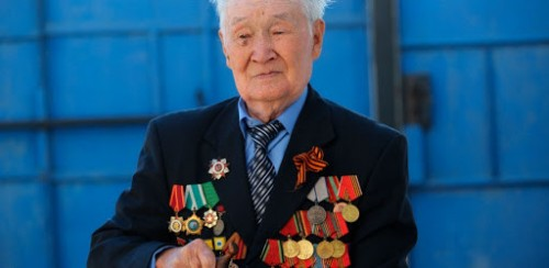 У дома ветерана Великой Отечественной войны Андрея Джимбиева появился памятный баннер